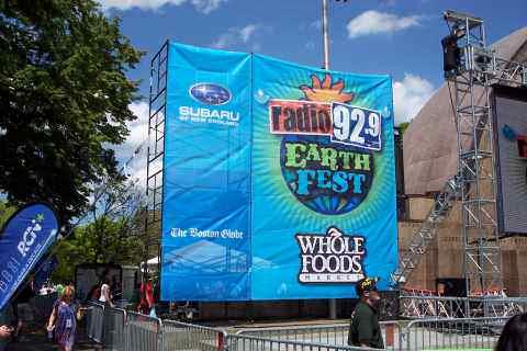 Radio 92.9 EarthFest Logo