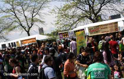 EarthFest 2011 Crowds